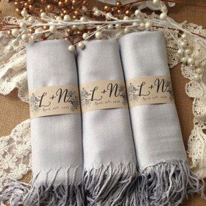 Mua quà gì để tặng cô giáo:khăn choàng