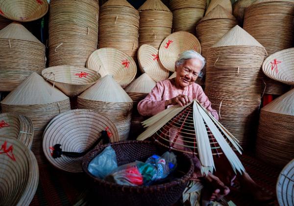 Quà tặng Việt Nam cho người nước ngoài nên tặng gì?