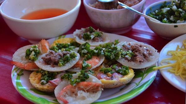 Bánh căn Nha Trang với nhiều loại đa dạng
